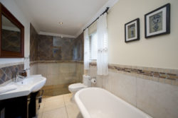 SAND Luxury Balcony Upstairs Room, Honeymoon Bathroom